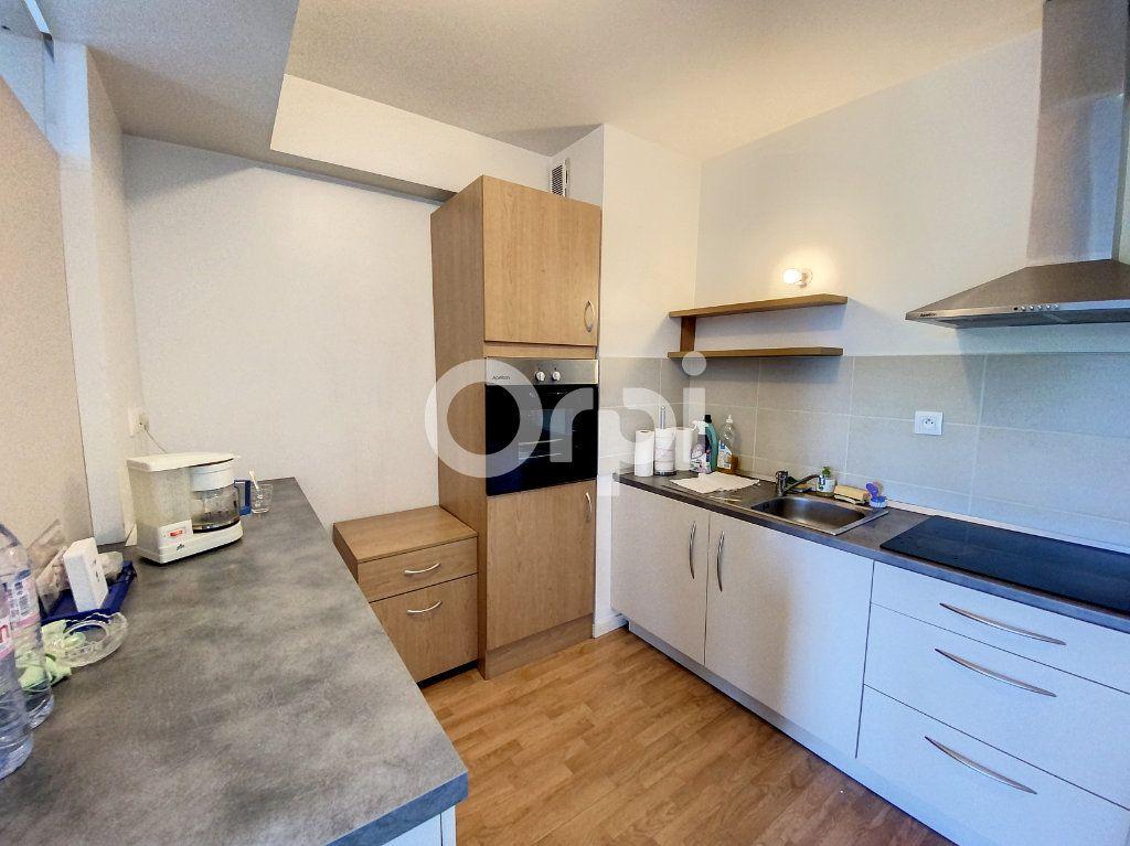 Appartement à louer 3 64.51m2 à Orléans vignette-2