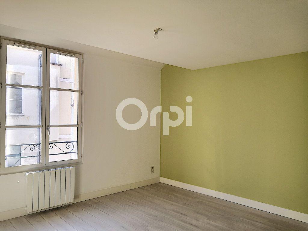 Appartement à louer 3 68.06m2 à Orléans vignette-2