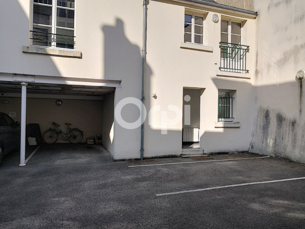 Appartement à louer 3 68.06m2 à Orléans vignette-3