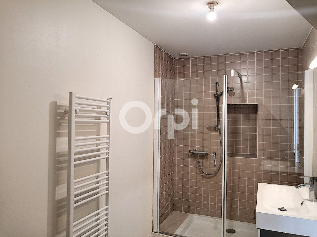 Appartement à louer 3 68.06m2 à Orléans vignette-5
