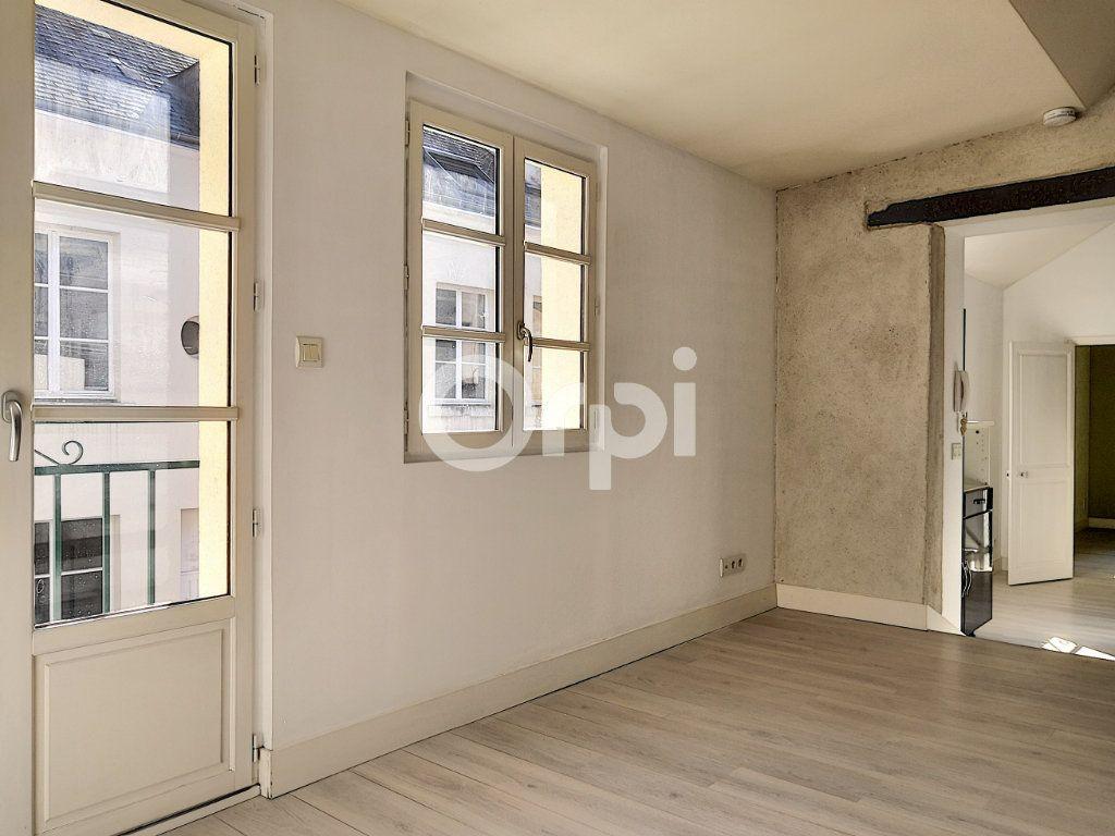 Appartement à louer 3 68.06m2 à Orléans vignette-6