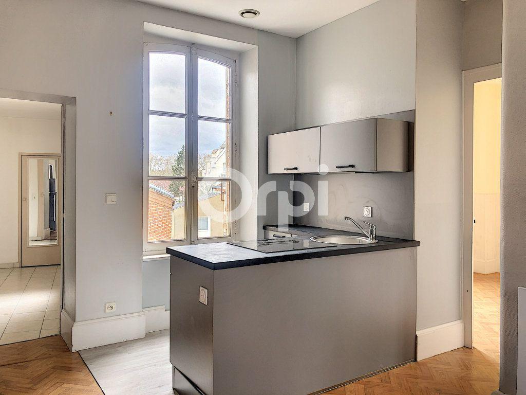 Appartement à louer 3 69.52m2 à Olivet vignette-2