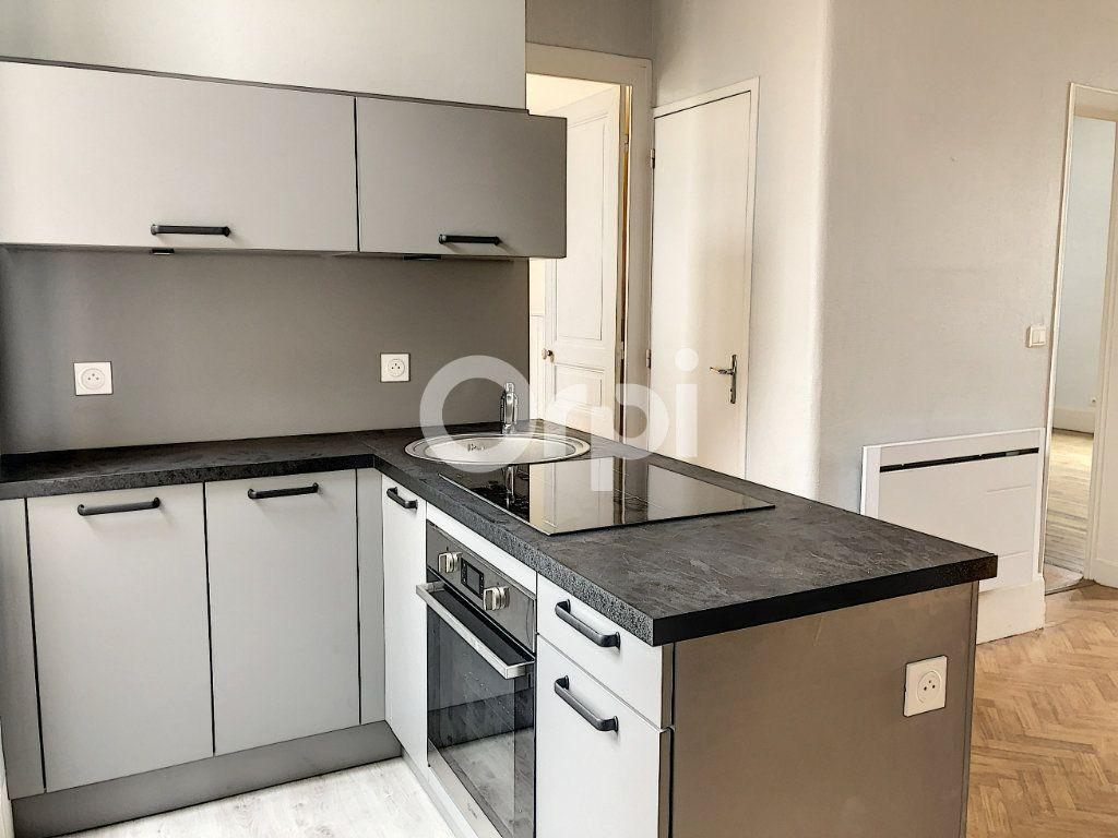 Appartement à louer 3 69.52m2 à Olivet vignette-3
