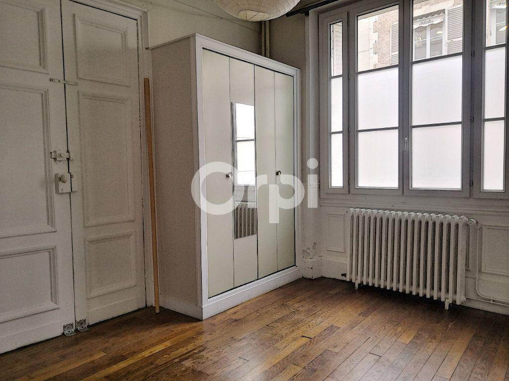 Appartement à louer 2 33m2 à Orléans vignette-3