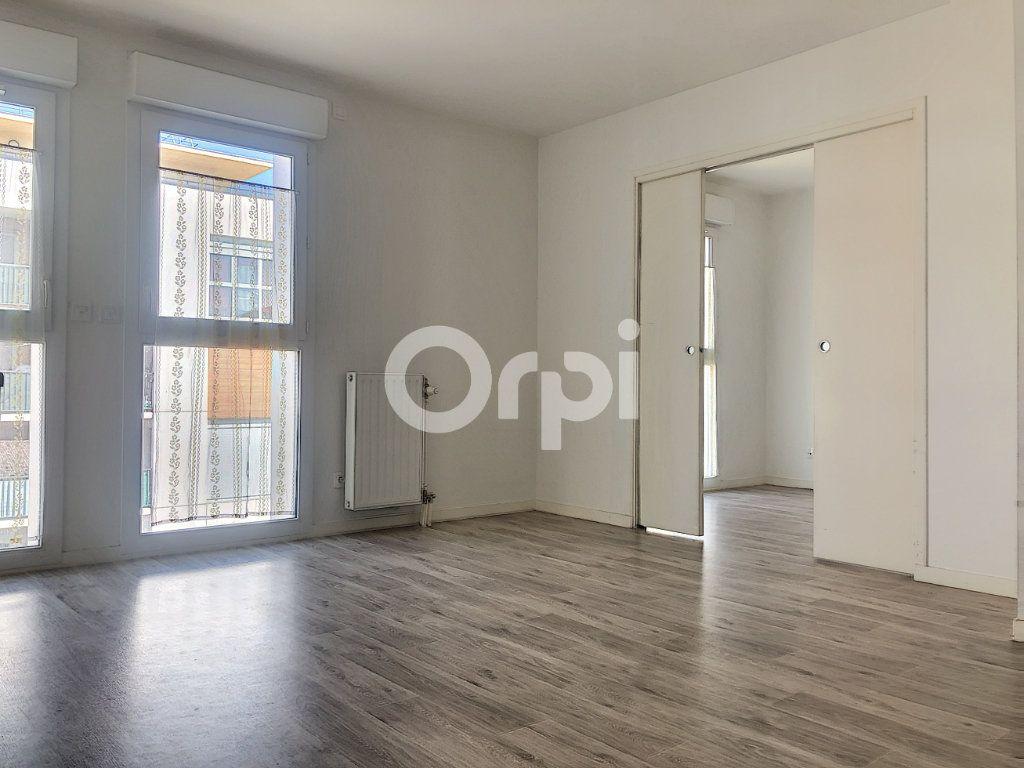 Appartement à louer 2 37.8m2 à Orléans vignette-1
