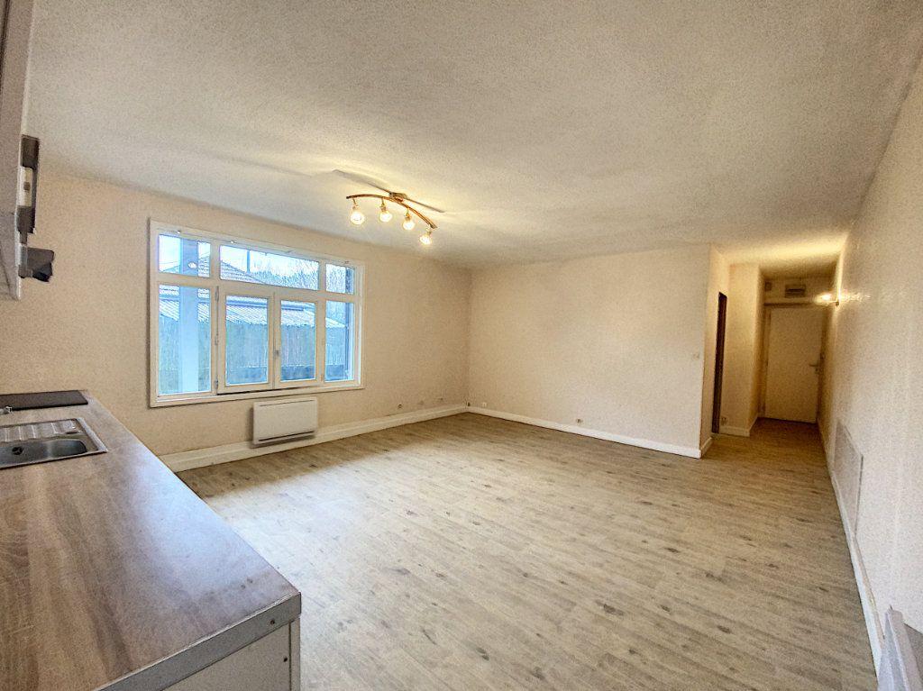 Appartement à louer 2 50.37m2 à Artenay vignette-4