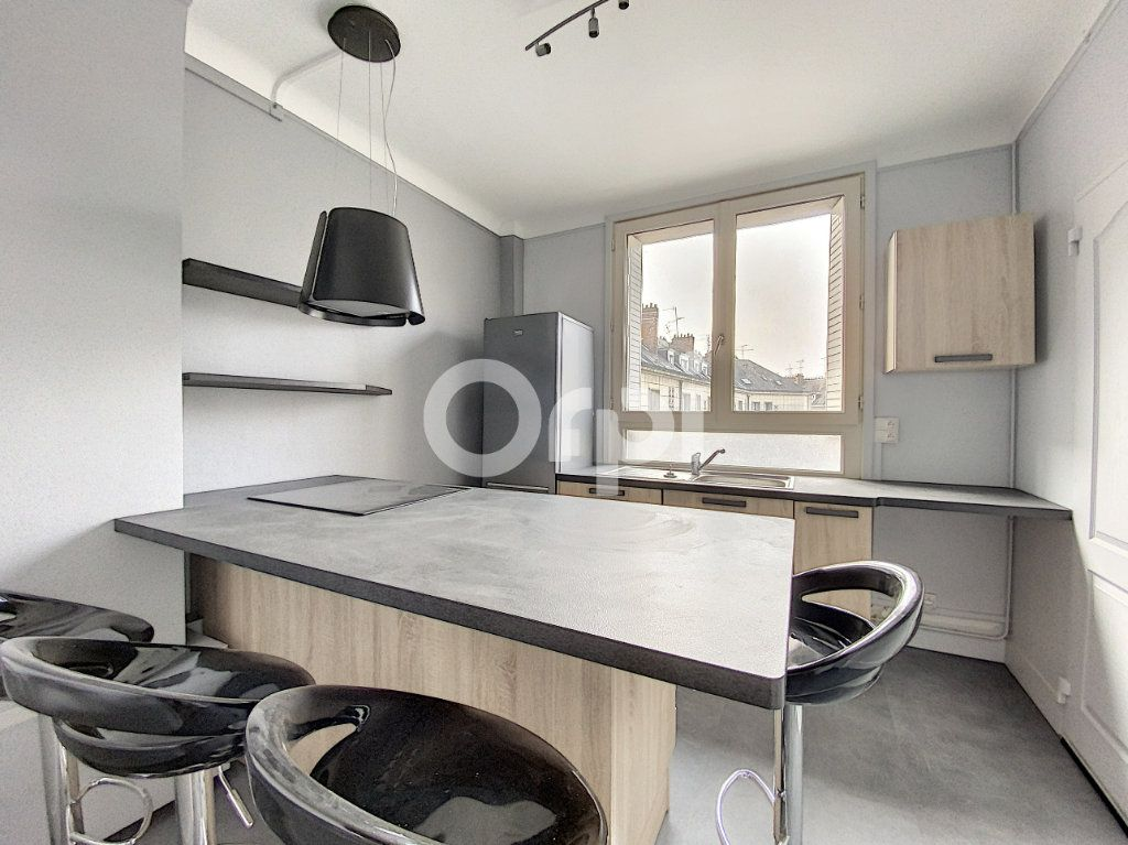 Appartement à louer 3 63.62m2 à Orléans vignette-2