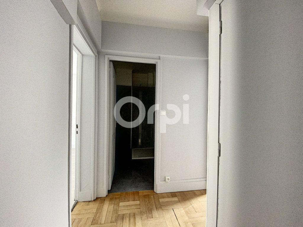 Appartement à louer 3 63.62m2 à Orléans vignette-5