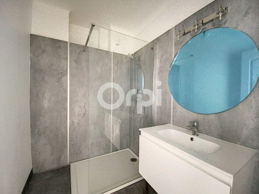 Appartement à louer 3 63.62m2 à Orléans vignette-6