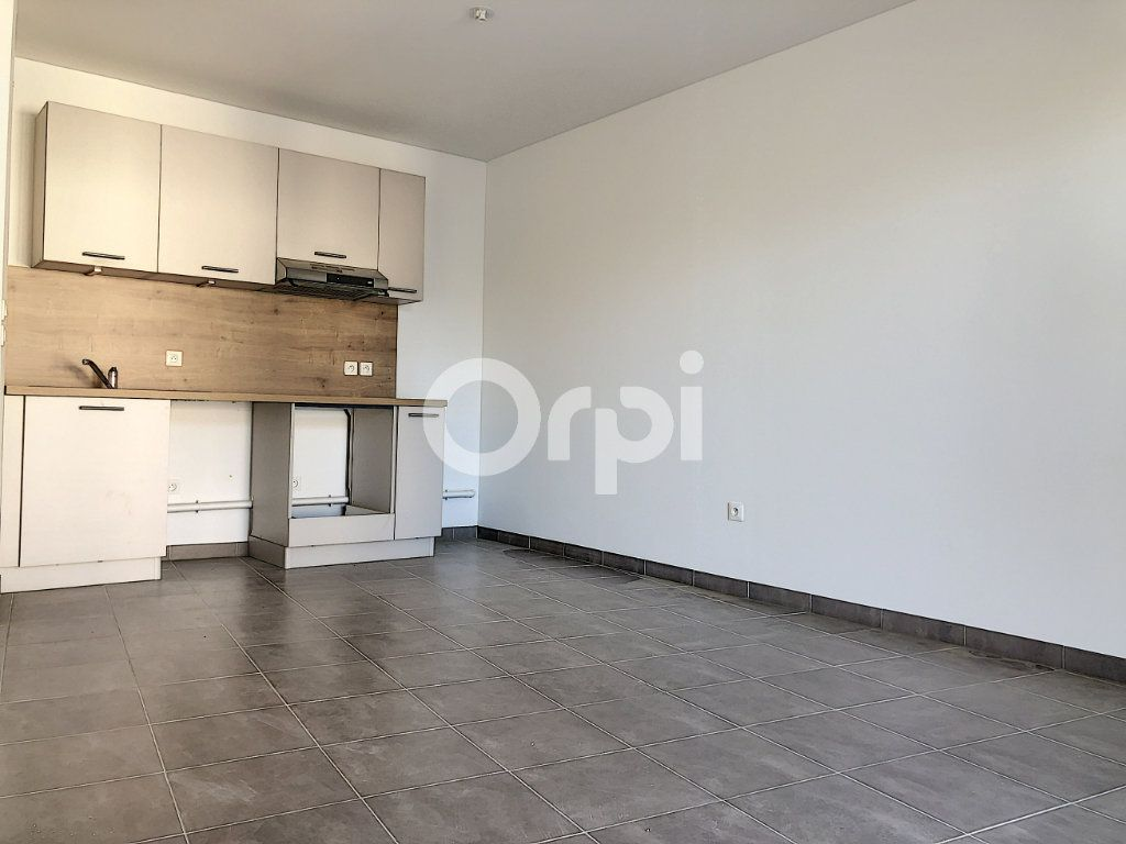 Appartement à louer 3 57.3m2 à Orléans vignette-2