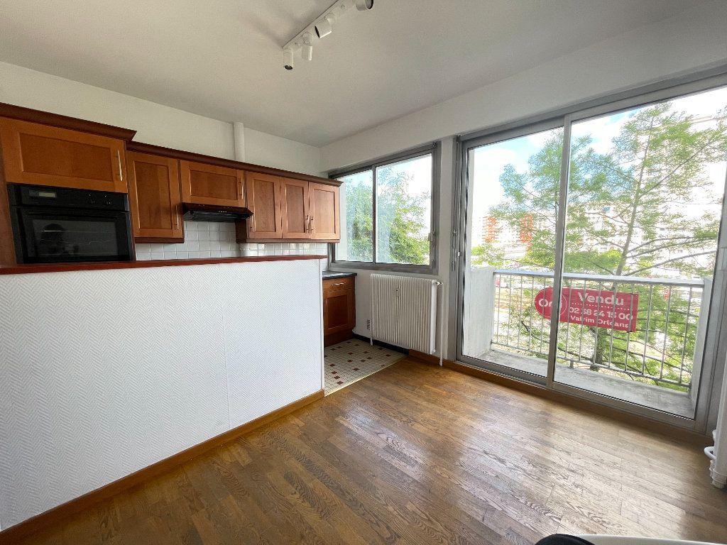 Appartement à vendre 2 40m2 à Orléans vignette-2