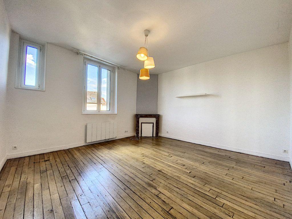 Appartement à louer 2 49.78m2 à Orléans vignette-2