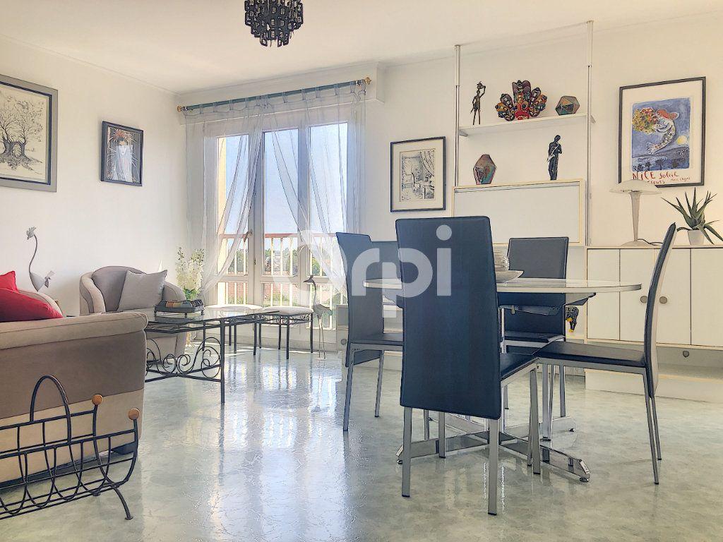 Appartement à louer 4 83.1m2 à Saint-Jean-de-la-Ruelle vignette-1
