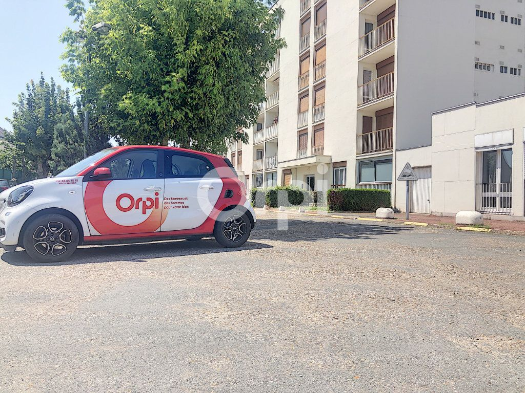 Appartement à louer 4 83.1m2 à Saint-Jean-de-la-Ruelle vignette-4