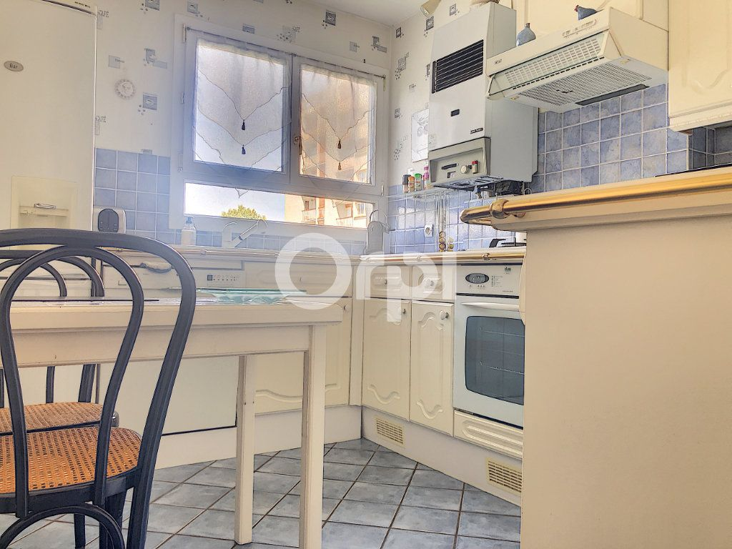Appartement à louer 4 83.1m2 à Saint-Jean-de-la-Ruelle vignette-5