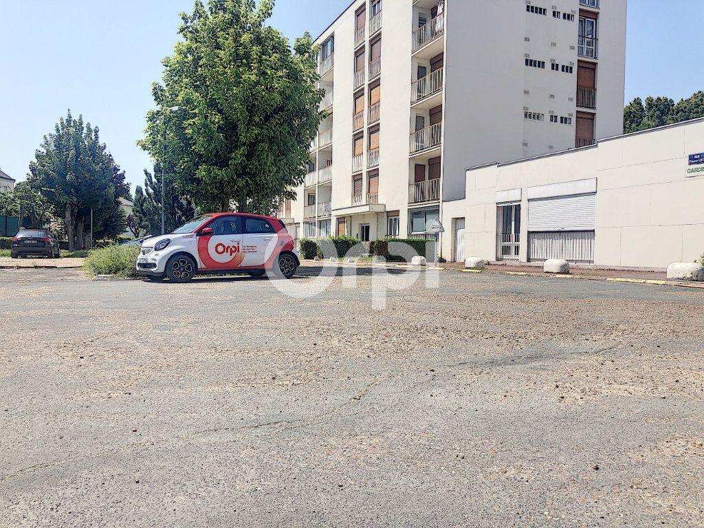 Appartement à louer 4 83.1m2 à Saint-Jean-de-la-Ruelle vignette-7