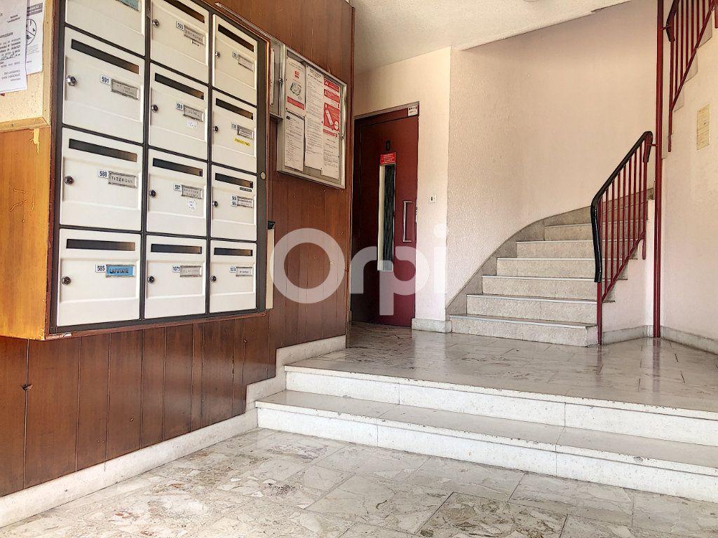 Appartement à louer 4 83.1m2 à Saint-Jean-de-la-Ruelle vignette-8