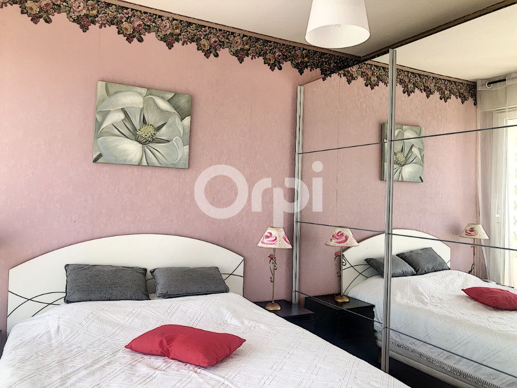 Appartement à louer 4 83.1m2 à Saint-Jean-de-la-Ruelle vignette-14