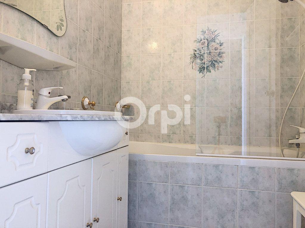 Appartement à louer 4 83.1m2 à Saint-Jean-de-la-Ruelle vignette-15