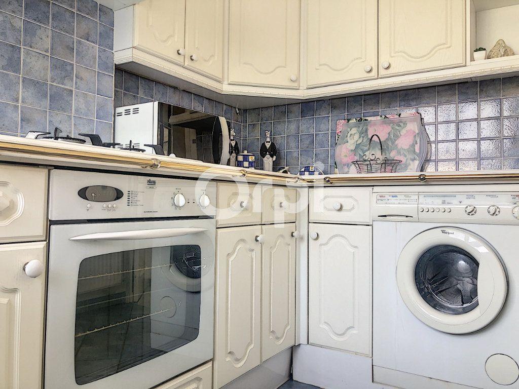 Appartement à louer 4 83.1m2 à Saint-Jean-de-la-Ruelle vignette-18