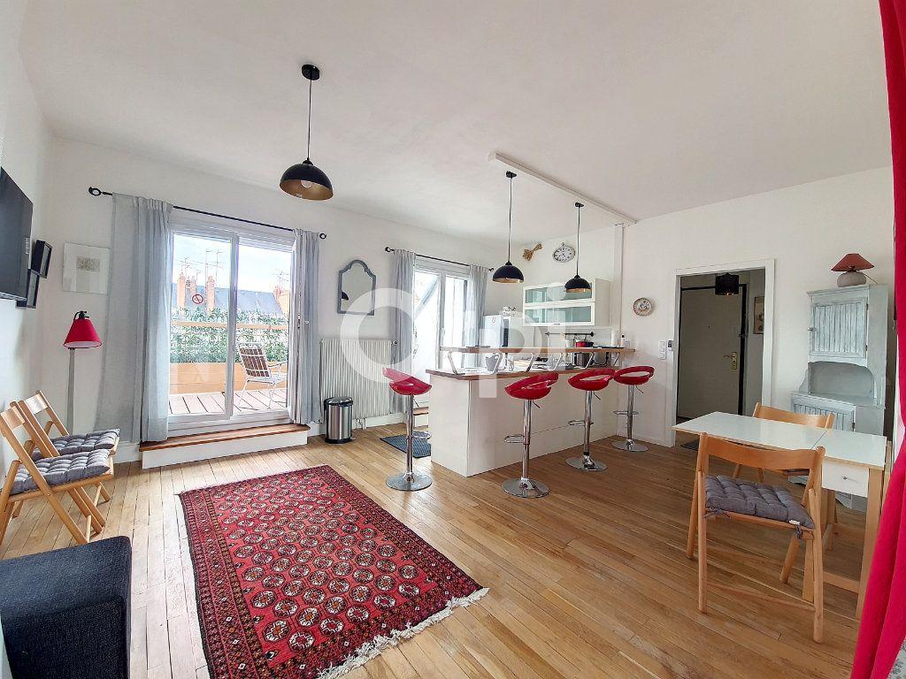 Appartement à louer 2 56.1m2 à Orléans vignette-1