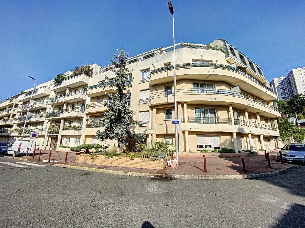 Appartement à louer 3 60.28m2 à Cachan vignette-11
