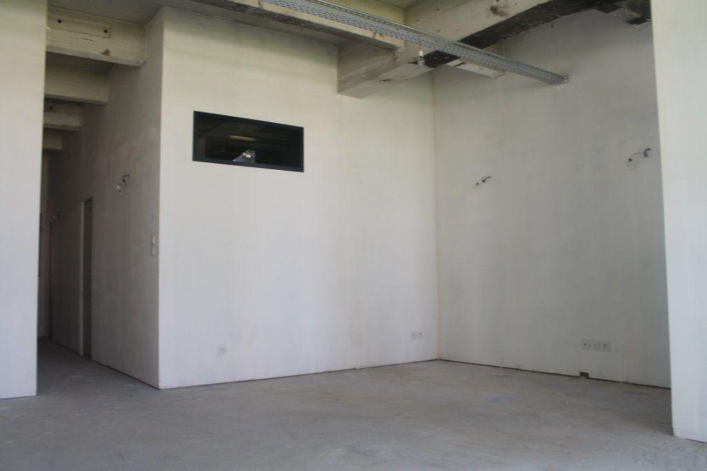Appartement à vendre 3 72.67m2 à Lille vignette-4