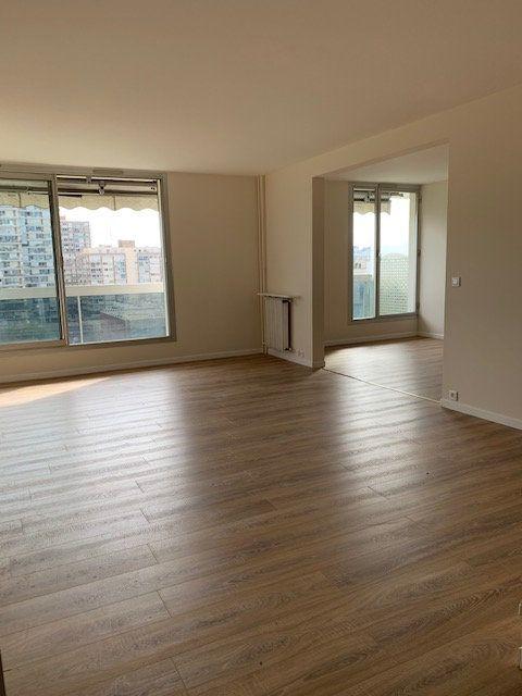 Appartement à louer 4 94m2 à Puteaux vignette-3