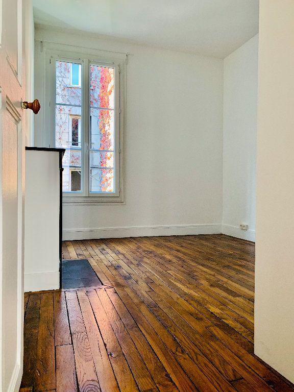 Appartement à louer 2 28.38m2 à Boulogne-Billancourt vignette-3