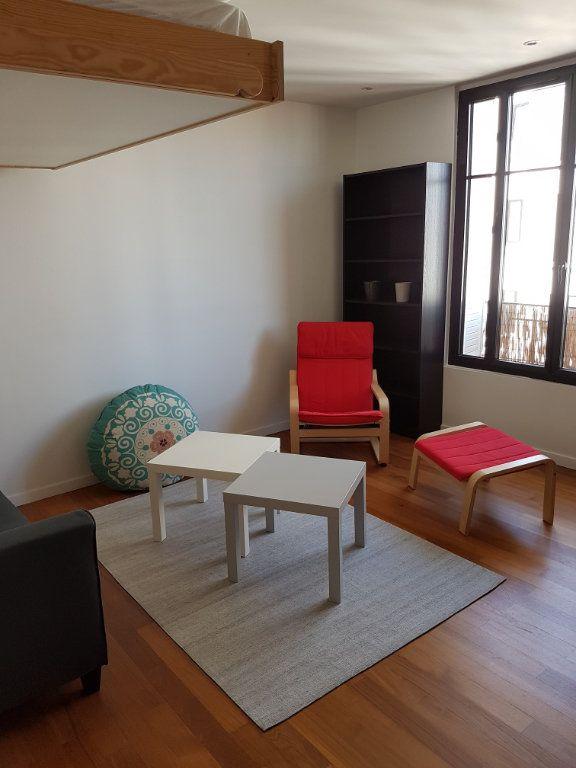 Appartement à louer 1 22.5m2 à Boulogne-Billancourt vignette-2