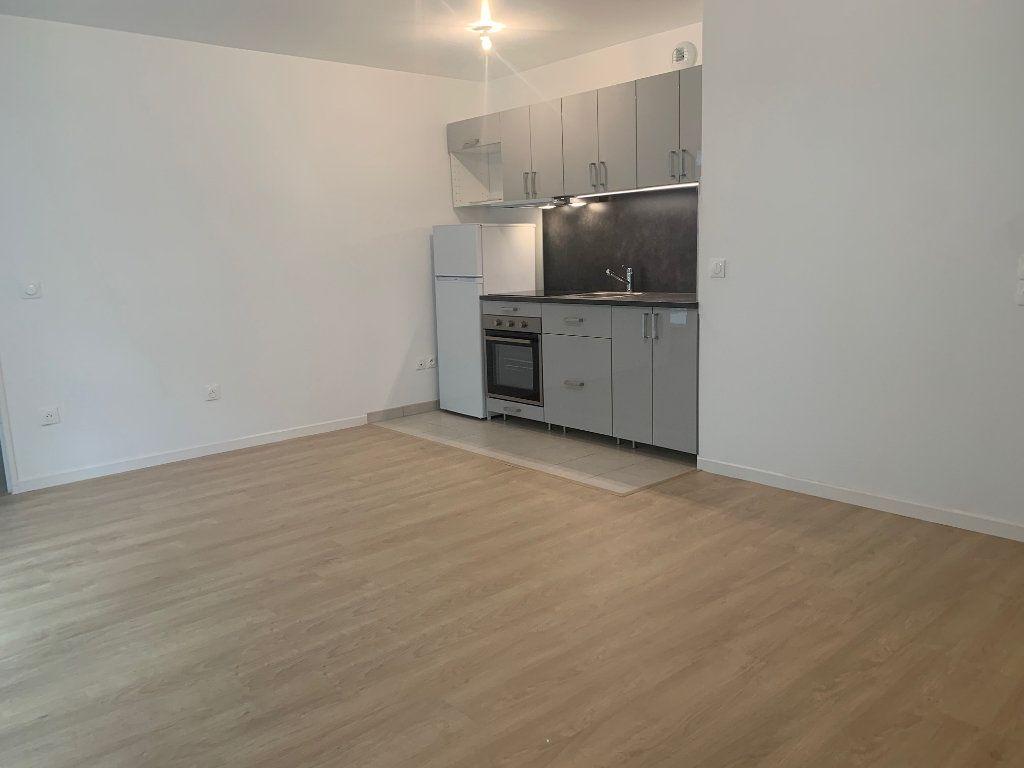 Appartement à louer 2 49.5m2 à Asnières-sur-Seine vignette-1