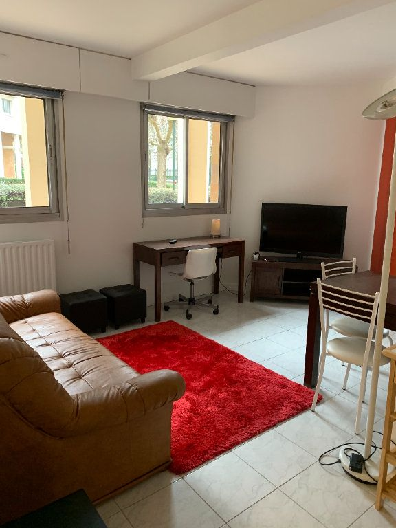 Appartement à louer 1 30.9m2 à Puteaux vignette-1