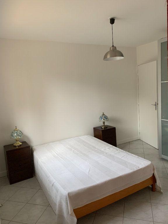 Appartement à louer 1 30.9m2 à Puteaux vignette-3