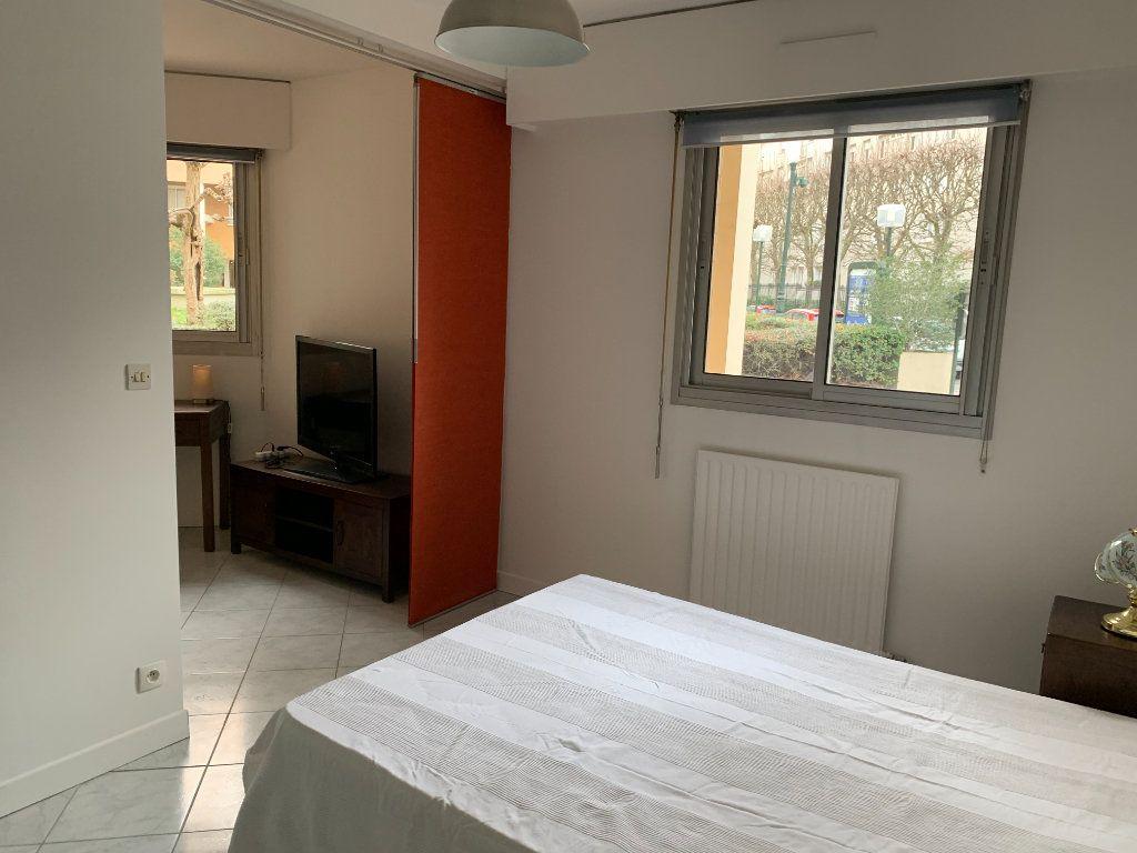 Appartement à louer 1 30.9m2 à Puteaux vignette-4