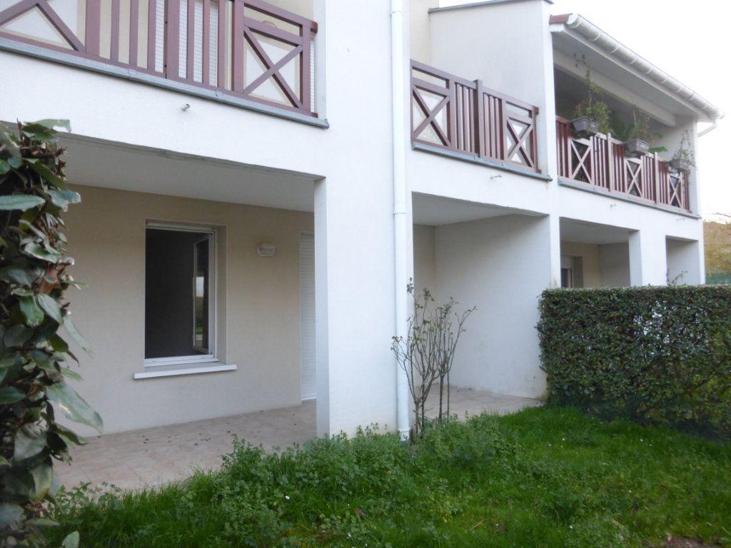 Appartement à louer 2 47m2 à Saint-Sever vignette-1