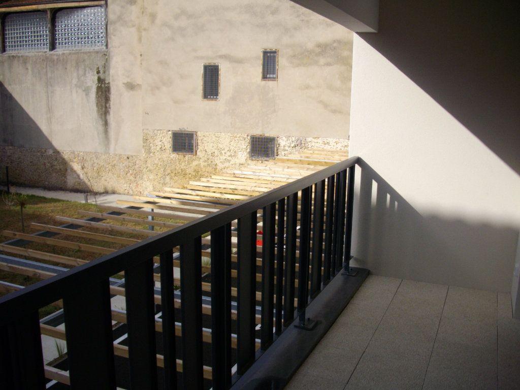 Appartement à vendre 3 63.08m2 à Mont-de-Marsan vignette-2