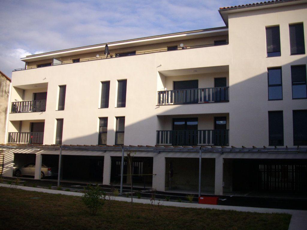 Appartement à vendre 3 58.68m2 à Mont-de-Marsan vignette-2