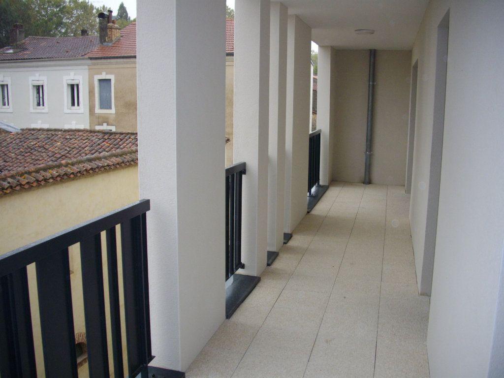 Appartement à vendre 3 58.68m2 à Mont-de-Marsan vignette-3