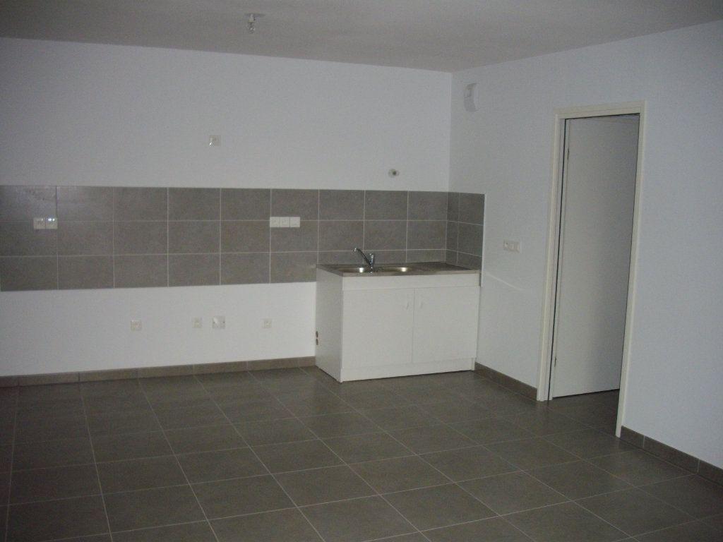 Appartement à vendre 3 58.68m2 à Mont-de-Marsan vignette-4