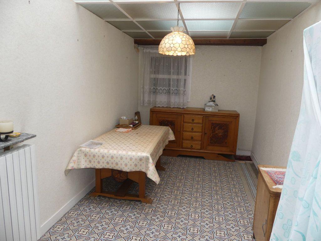 Maison à vendre 4 113m2 à Saint-Just-en-Chaussée vignette-5