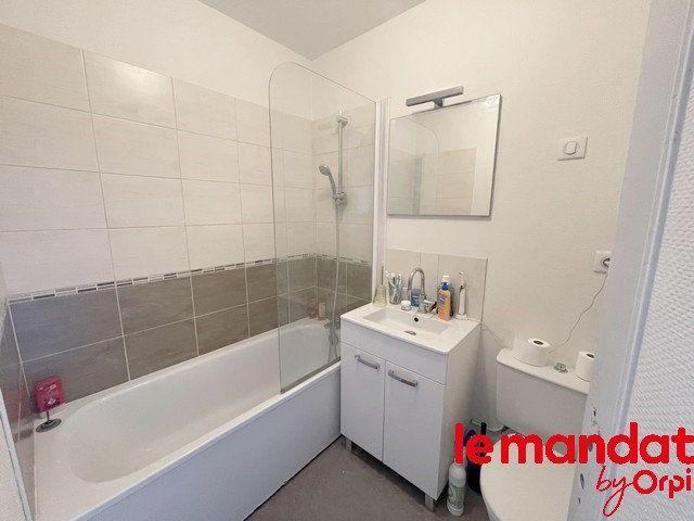 Appartement à vendre 2 40m2 à Clermont vignette-4