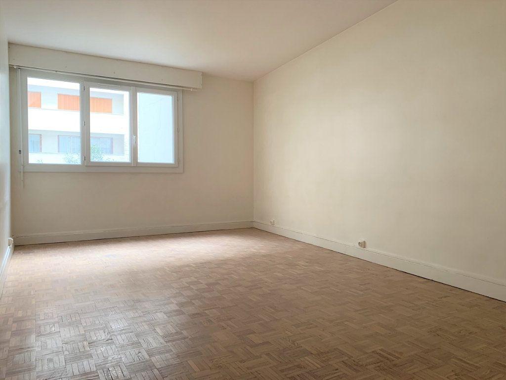Appartement à louer 3 70.14m2 à Paris 20 vignette-1