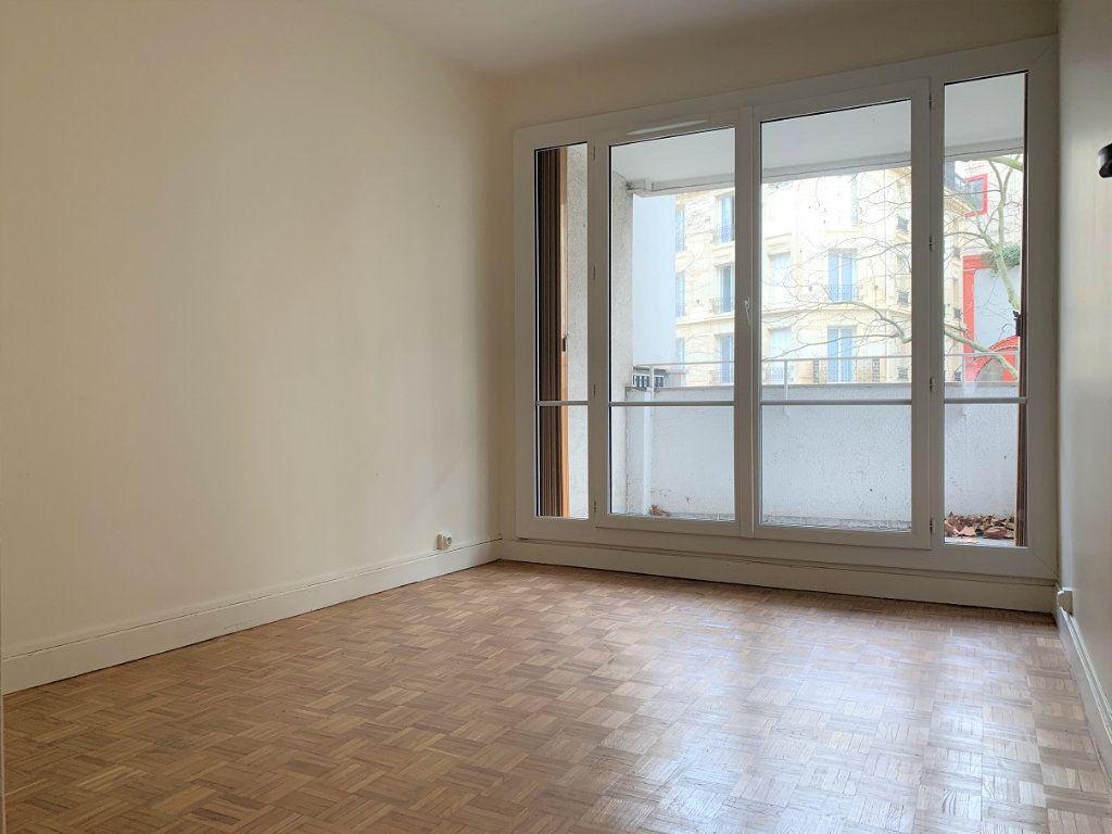 Appartement à louer 3 70.14m2 à Paris 20 vignette-4