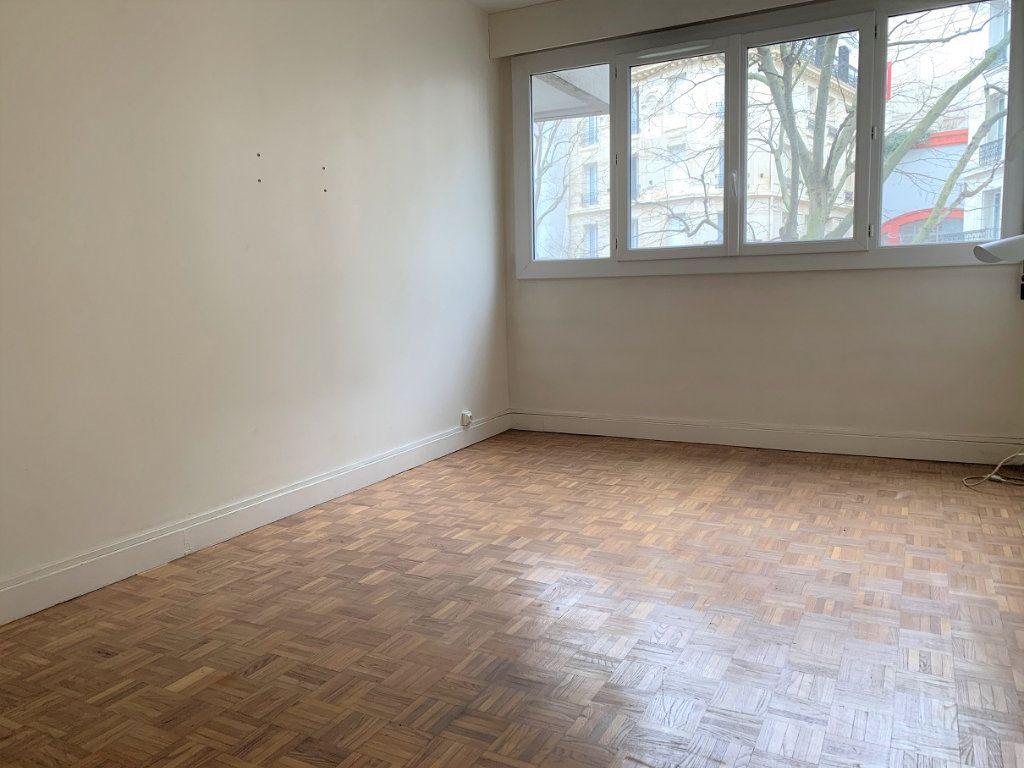 Appartement à louer 3 70.14m2 à Paris 20 vignette-5