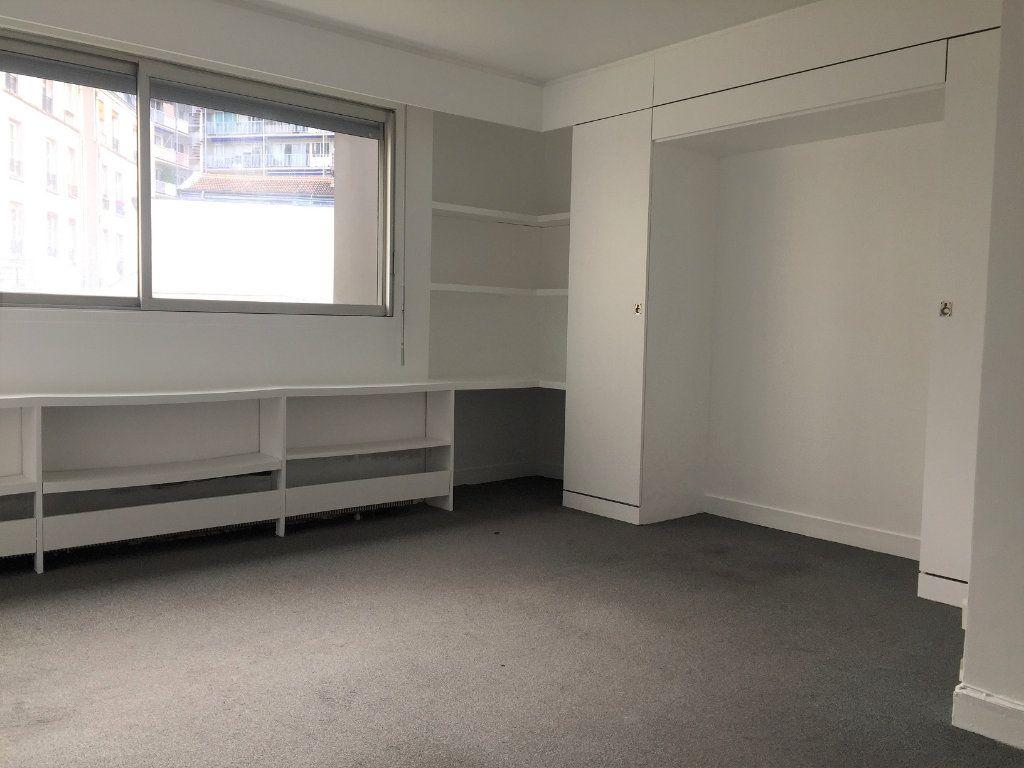 Appartement à louer 1 27.86m2 à Paris 10 vignette-1