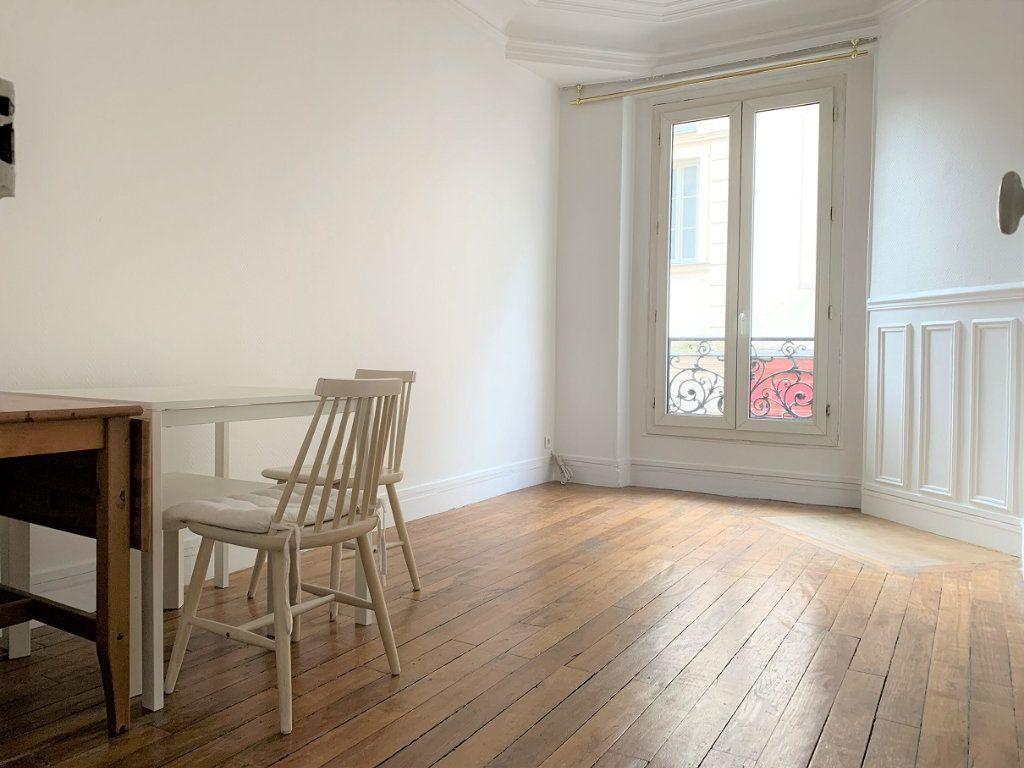 Appartement à louer 2 37.87m2 à Paris 18 vignette-1