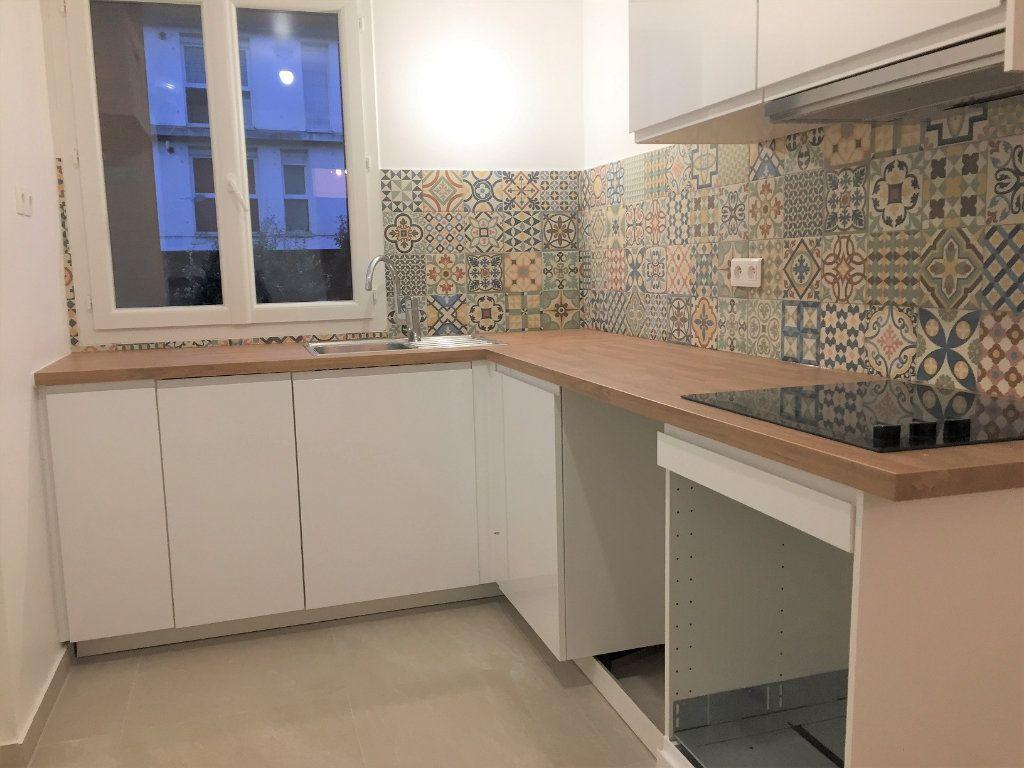 Appartement à louer 3 55.18m2 à Bagnolet vignette-4