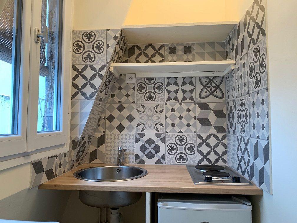 Appartement à louer 1 14.2m2 à Paris 4 vignette-2