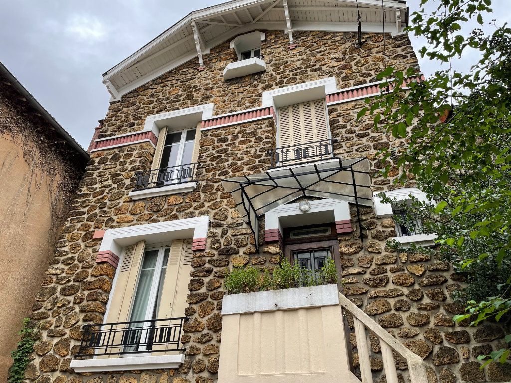 Maison à louer 6 117.5m2 à Rosny-sous-Bois vignette-1