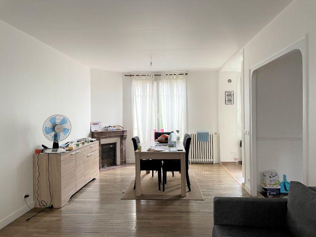 Maison à louer 6 117.5m2 à Rosny-sous-Bois vignette-3